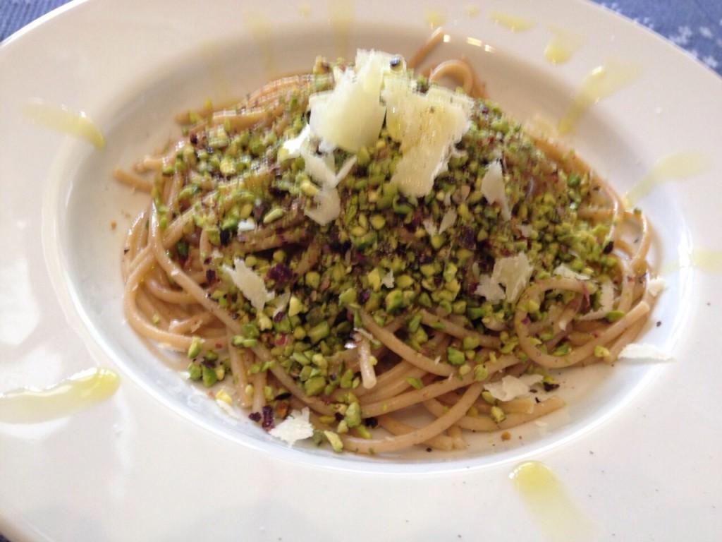 forma-e-gusto-francesca-marino-nutrizionista-spaghetti-kamut-granella-pistacchio