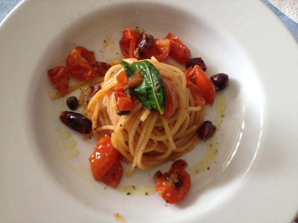 forma-e-gusto-francesca-marino-nutrizionista-spaghetti-olive-capperi